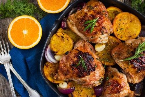 Deliciosos pollos al horno con naranja y romero