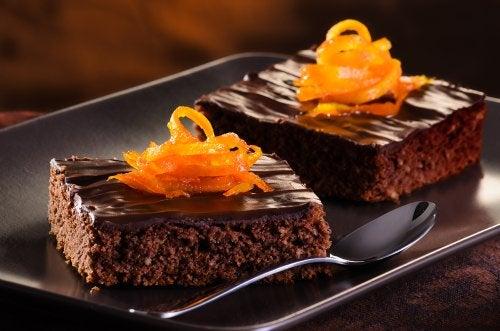 Prepara una deliciosa torta de naranja y chocolate