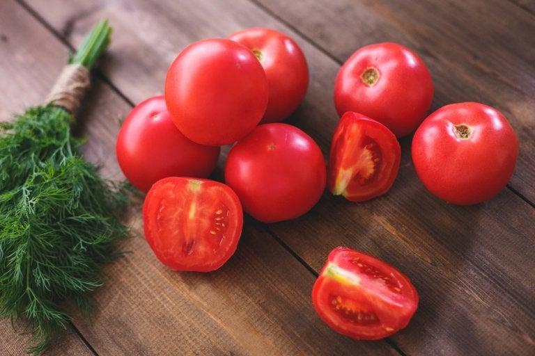 ¿Comer tomate ayuda a bajar de peso?