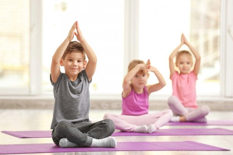 5 posturas de yoga para los niños