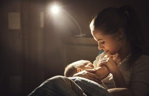 Cómo debe ser la alimentación en madres lactantes