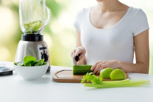9 alimentos ricos en agua para combatir la deshidratación