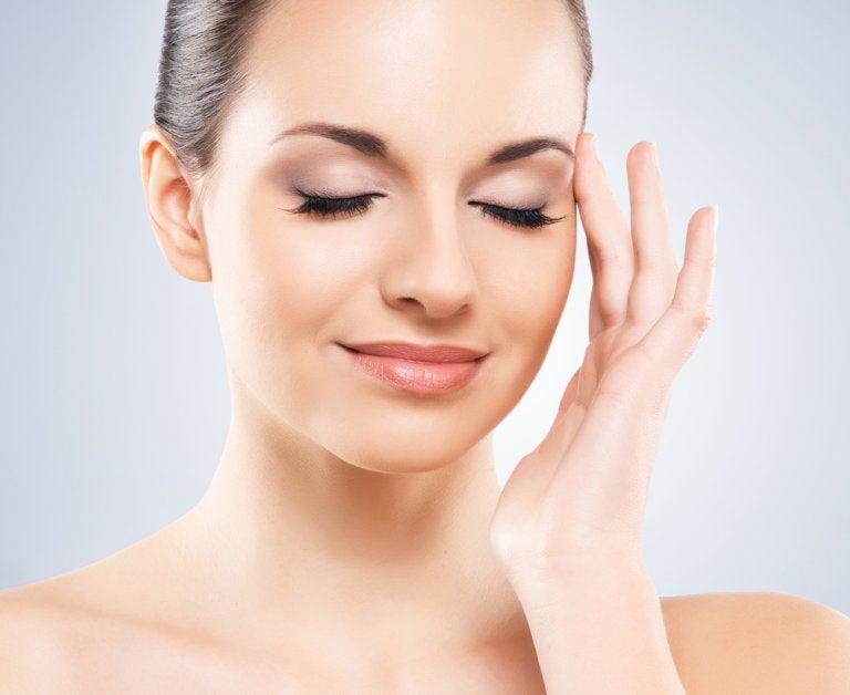 Los 6 mejores consejos para eliminar el brillo graso de la cara