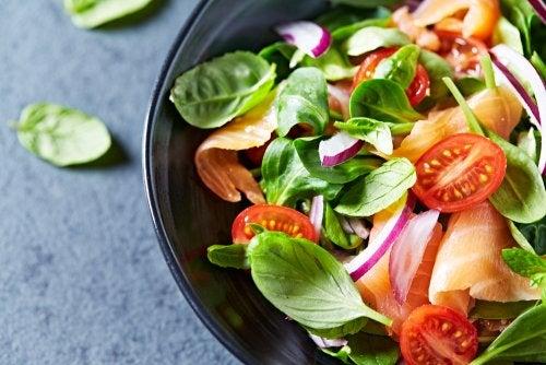 Calorías ocultas: tu ensalada no siempre es tan saludable como piensas