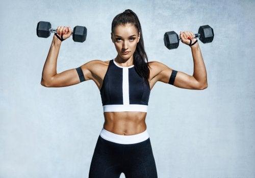 Los mejores ejercicios para hacer crecer los músculos de los hombros