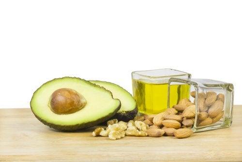 ¿Cuál es la cantidad recomendada de grasas durante la dieta?