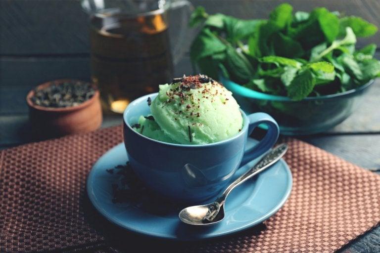Receta de helado de té verde, un postre ligero