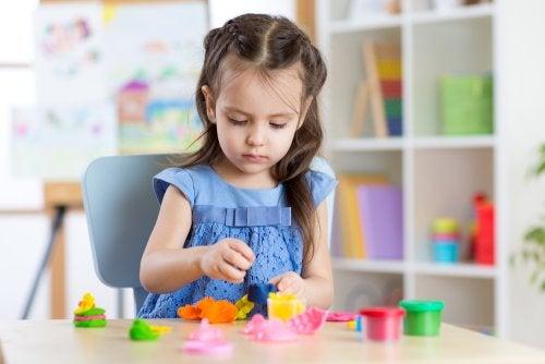 11 beneficios de jugar con plastilina para los niños