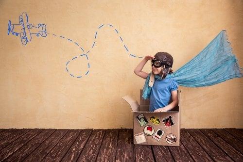 4 juguetes para niños hechos de materiales reciclados