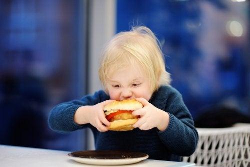 Obesidad infantil: ¿qué dieta puede hacer un niño con sobrepeso?
