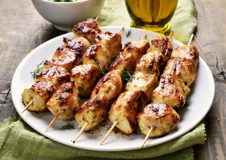 Una manera fácil de preparar pinchitos de pollo