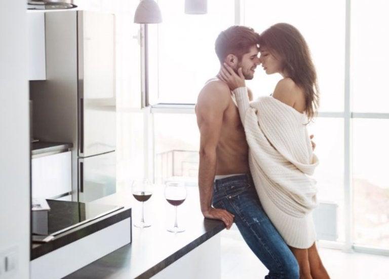 6 posiciones para tener sexo de pie