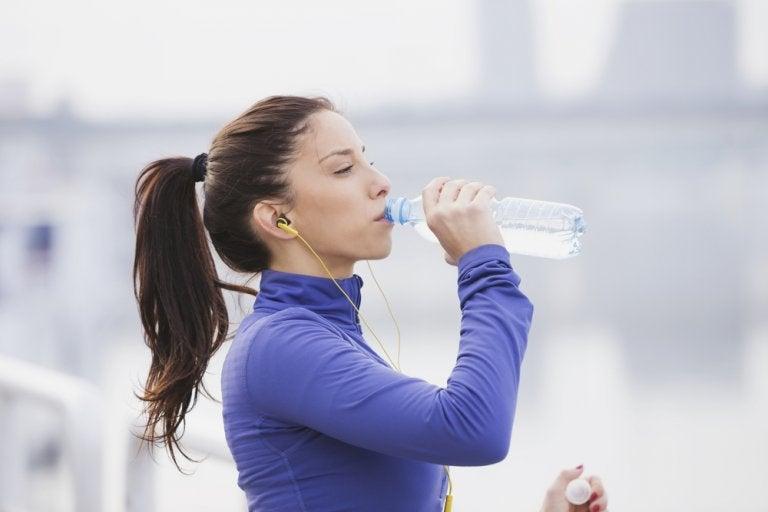 7 maneras de tomar más agua