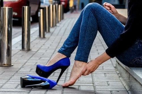 Zapatos de tacón y el problema para tus pies
