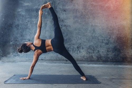 ¿Qué es el Yoga Jivamukti?