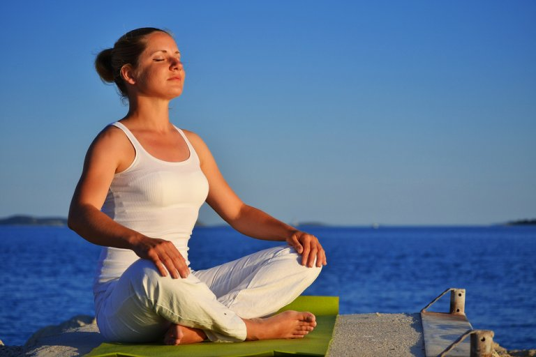 Respiración para el yoga: sitali pranayam o respiración refrescante