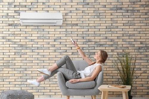 Dormir con el aire acondicionado: posibles riesgos