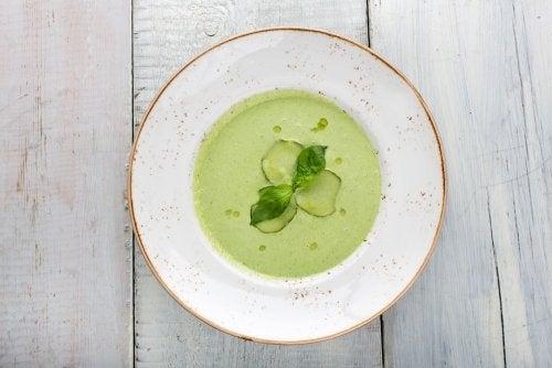 Cómo preparar un gazpacho verde