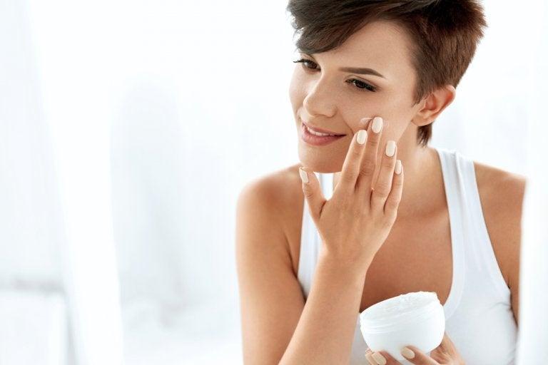 ¿Se debe usar protector solar como crema hidratante?