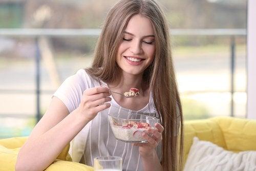 5 desayunos sanos y equilibrados para ayudarte en tu intento por perder peso