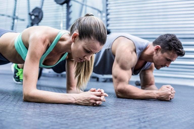 ¿Qué les pasa a los músculos cuando los ejercitas demasiado?