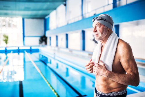 ¿Es importante usar el gorro de natación en la piscina?