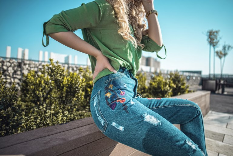 Ágregale estilo a tus jeans con retazos de tela