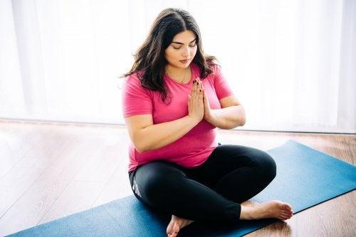 10 razones por las que es ideal el yoga para personas con sobrepeso