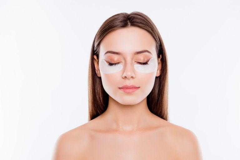 Aprende a cubrir las ojeras con estos 5 trucos de maquillaje