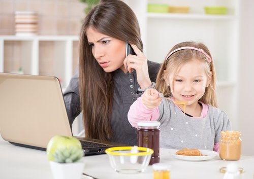 Trabajar y ser mamá: el arte de hacer dos cosas a la vez