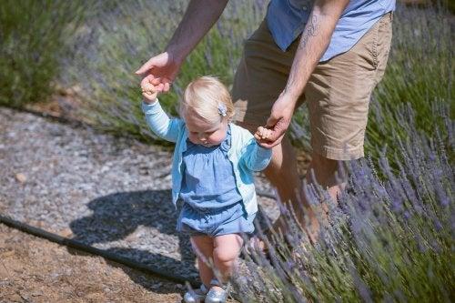 10 ejercicios para ayudar al niño a caminar