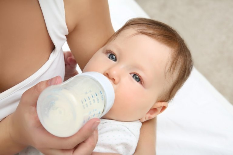 ¿Cómo acostumbrar a tu bebé al biberón?