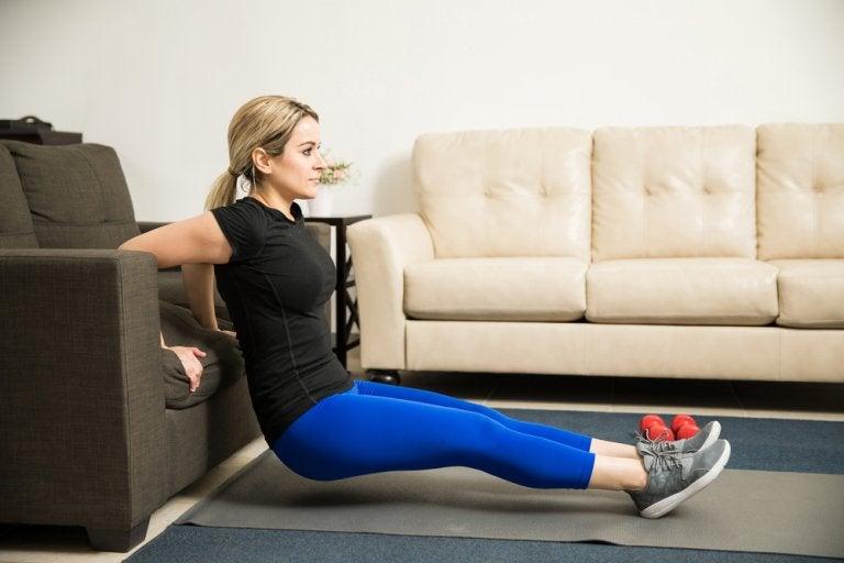 Brazos más tonificados con 5 ejercicios en casa