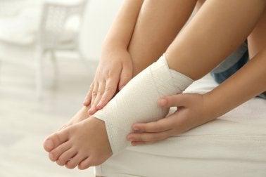 ¿Tienes un esguince de tobillo? 5 remedios contra el dolor