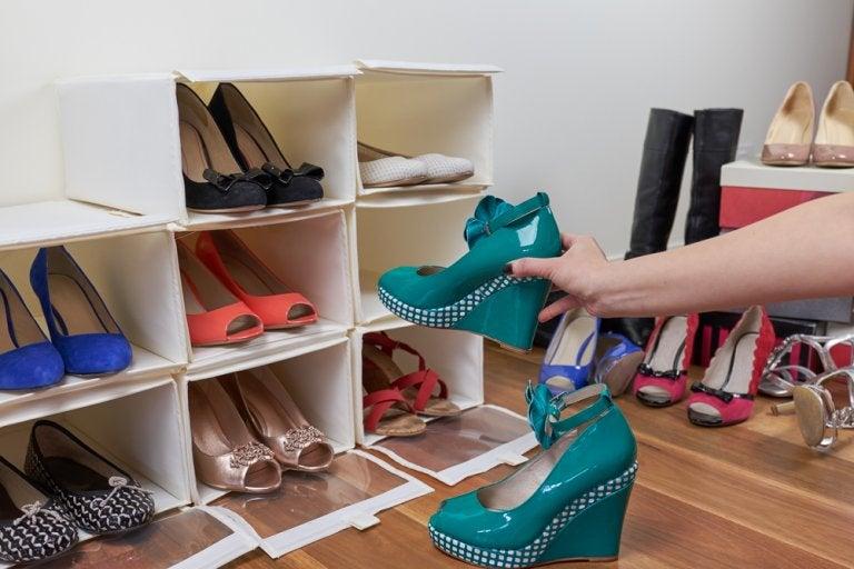 Crea stands de zapatos con estos 2 materiales básicos