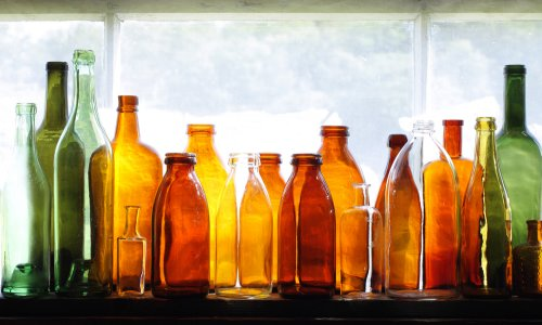 Cómo reciclar botellas de vidrio para decorar tu jardín