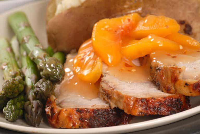 Lomo de cerdo en salsa de melocotón