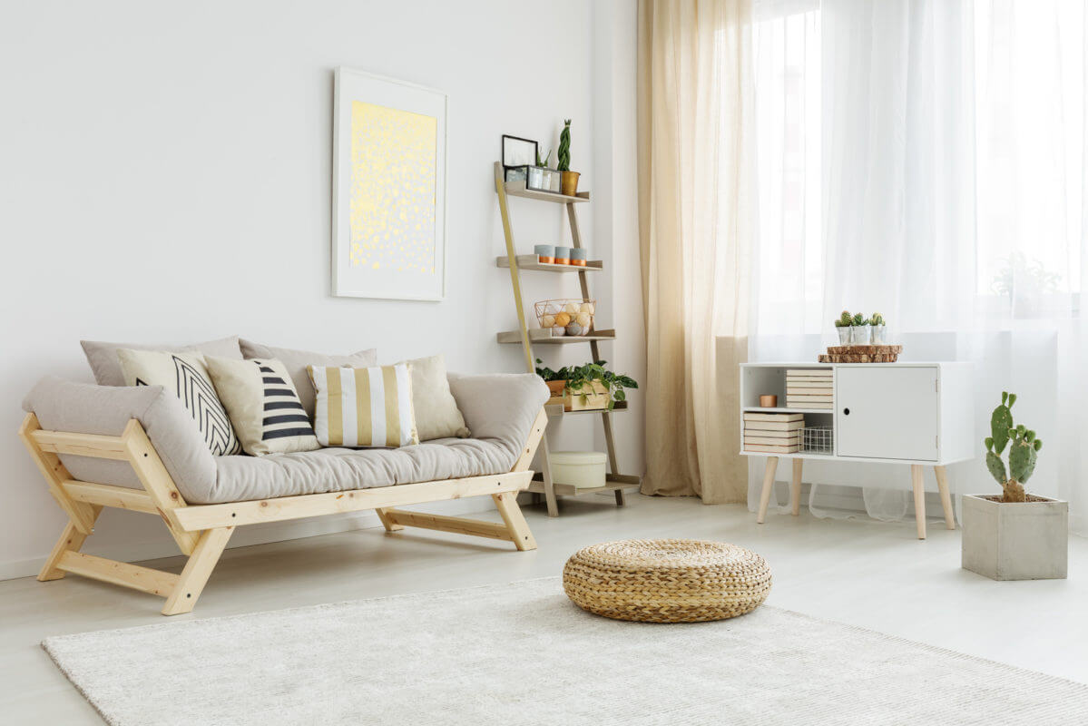 Salón con muebles de madera