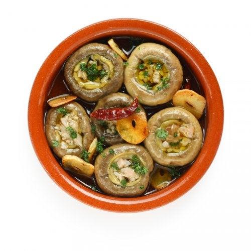 Prepara unos deliciosos champiñones al ajillo con esta receta casera
