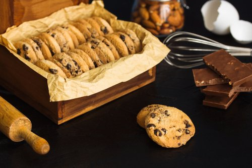 Cómo hacer galletas de chocolate con trozos de almendras