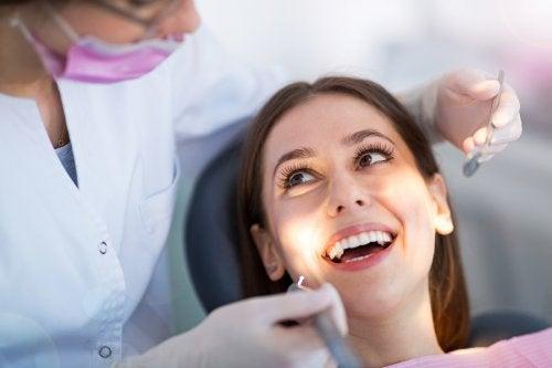 5 hábitos que te ayudan a cuidar tu salud dental