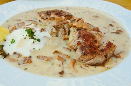 Aprende a preparar solomillo de cerdo en salsa de champiñones