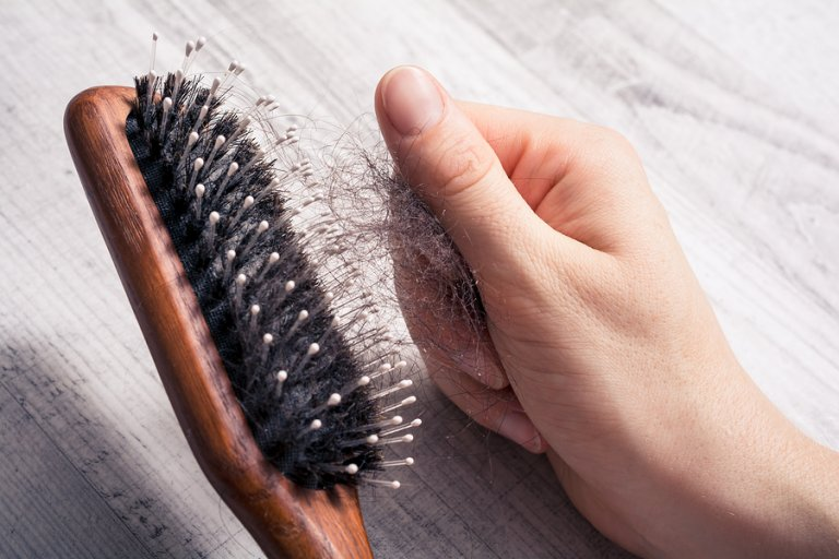7 consejos que debes aplicar si quieres frenar la caída del pelo