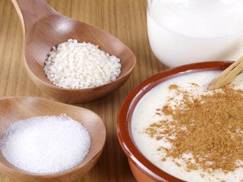Prepara un delicioso arroz con leche y canela con esta fácil receta