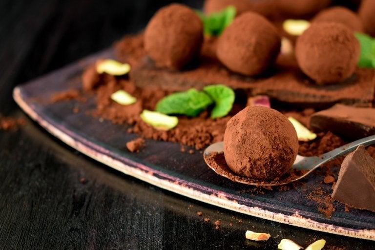 Aprende a hacer unas deliciosas trufas de chocolate con esta receta casera