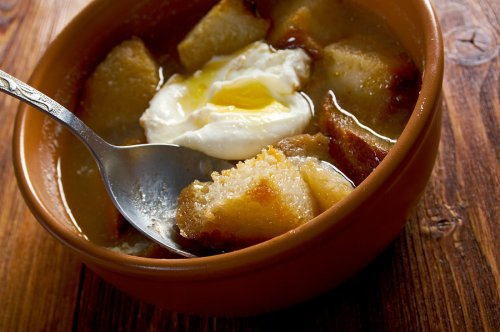 Cómo hacer sopa de ajo castellana: ¡Descúbrelo aquí!