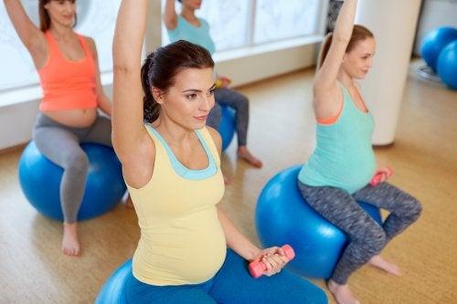 Estiramientos para el embarazo: espalda, cadera y piernas