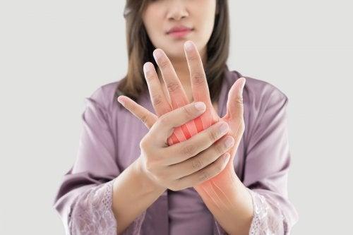 5 hierbas medicinales para manejar el dolor de la artritis reumatoide