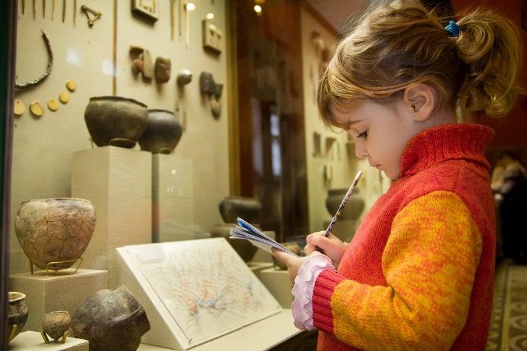 Cómo crear un interés a los museos en un niño