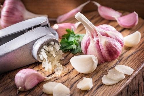 Cómo reducir el colesterol con ajo: 3 remedios caseros